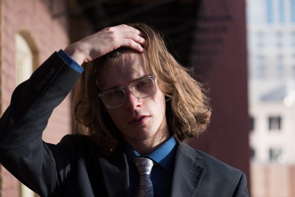 aa7b8968caaa63da2fd0f227d28cd38b m 1024x683 長髪は抜け毛になりやすいと言われる、本当の理由とは?