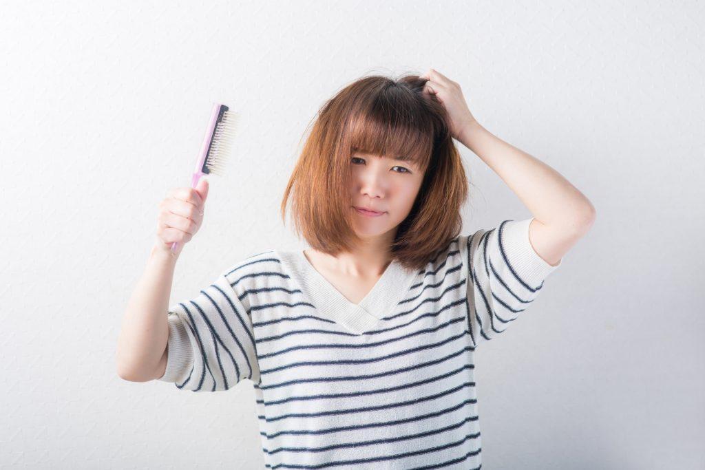 2f53109654b7a25ab143c0844b30d95a m 1024x683 女性の抜け毛、病気が原因かも?抜け毛を誘発する病気とは?