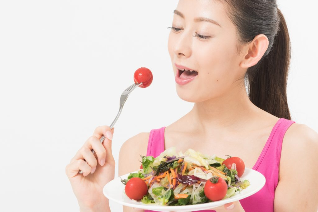"""ba0d6ccb48fee213030b2016a953c018 m 1024x683 食事は""""食べ方""""にも気をつけて!髪によい食事の仕方とは?"""